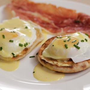 Eggs Benedict and Easy Hollandaise Sauce