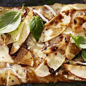 Apple-Brie Pizza with Caramelized Onions recipes